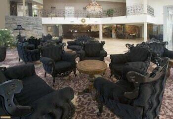 https://i.travelapi.com/hotels/3000000/2200000/2192300/2192292/5d95b94e_b.jpg