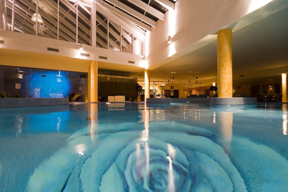 https://i.travelapi.com/hotels/3000000/2200000/2192300/2192292/6a786b4b_z.jpg