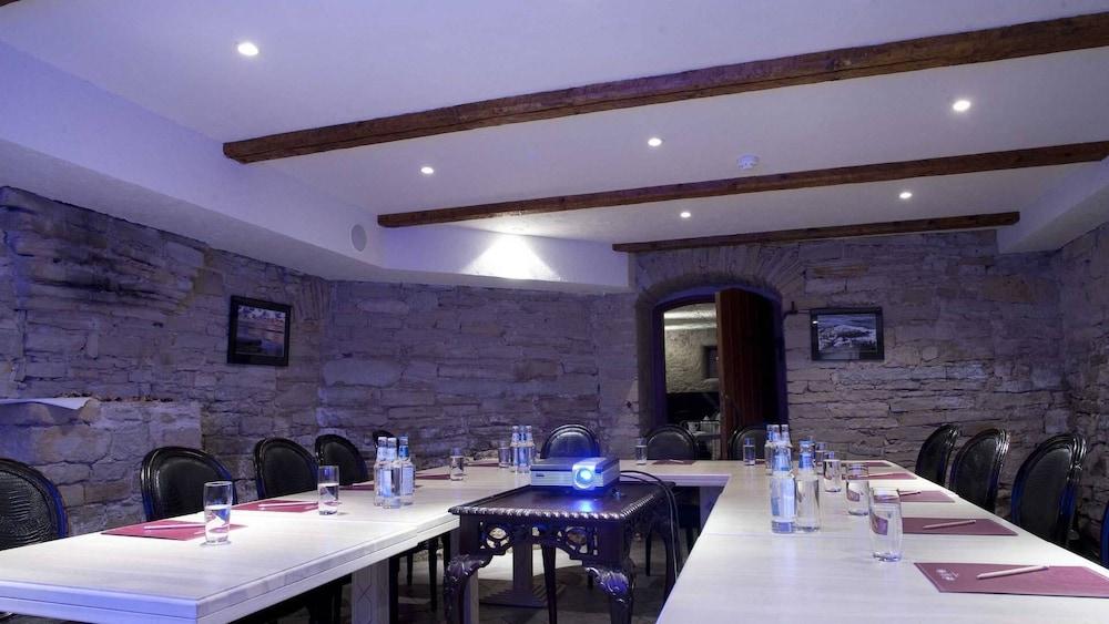 https://i.travelapi.com/hotels/3000000/2200000/2192300/2192292/c0c290f6_z.jpg
