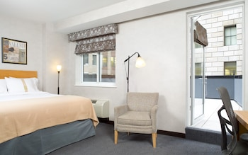 Guestroom at Holiday Inn New York City - Wall Street in New York
