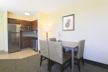 Suite, 2 Bedrooms, Non Smoking (1 King & 1 Queen Bed)