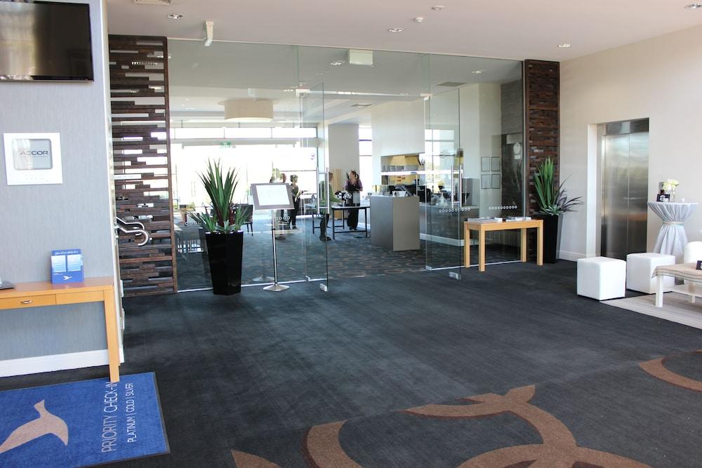 머큐레이 쿠인다 워터스 센트럴 코스트(Mercure Kooindah Waters Central Coast) Hotel Image 1 - Lobby Sitting Area