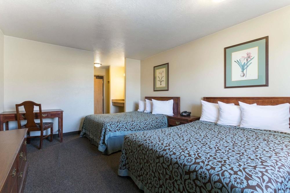 데이즈 인 바이 윈덤 비버(Days Inn by Wyndham Beaver) Hotel Image 6 - Guestroom
