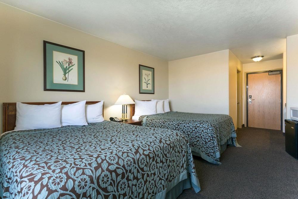 데이즈 인 바이 윈덤 비버(Days Inn by Wyndham Beaver) Hotel Image 8 - Guestroom