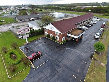 Claremore Motor Inn photo