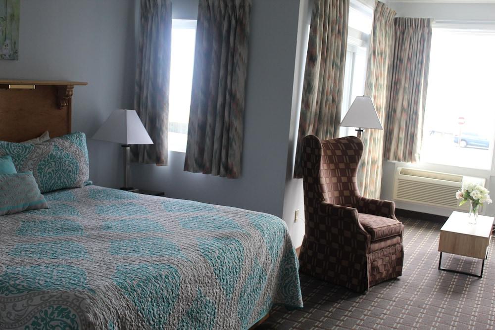 https://i.travelapi.com/hotels/3000000/2220000/2210600/2210582/c40d8be7_z.jpg