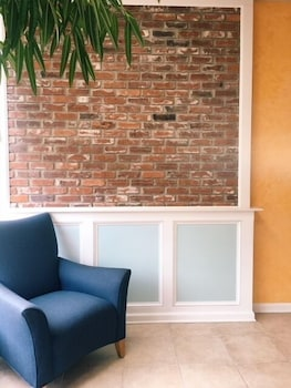 Lobby Sitting Area at 19 Atlantic Hotel in Virginia Beach