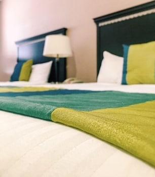 Guestroom at 19 Atlantic Hotel in Virginia Beach
