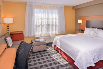 Guestroom at Towneplace Suites by Marriott Arundel Mills in Hanover