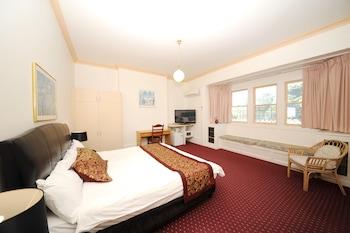 Guestroom at Northshore Hotel in North Sydney