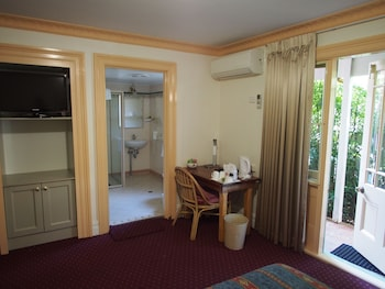 Guestroom at McLaren Hotel in North Sydney