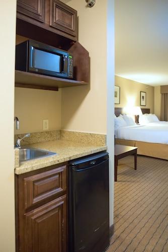 . Holiday Inn Express Devils Lake