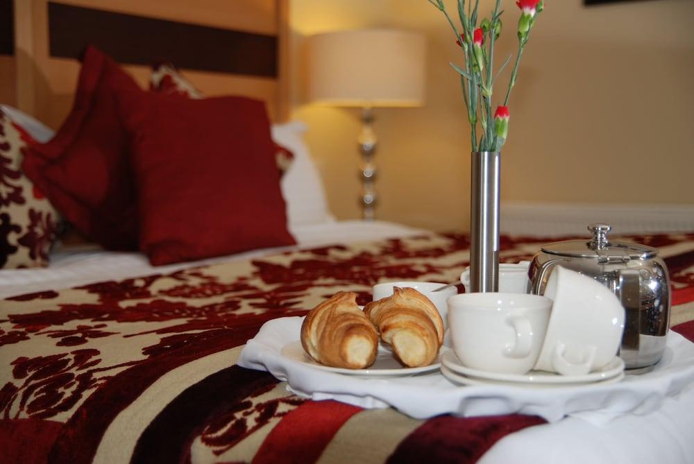 https://i.travelapi.com/hotels/3000000/2230000/2222600/2222502/62064d42_z.jpg