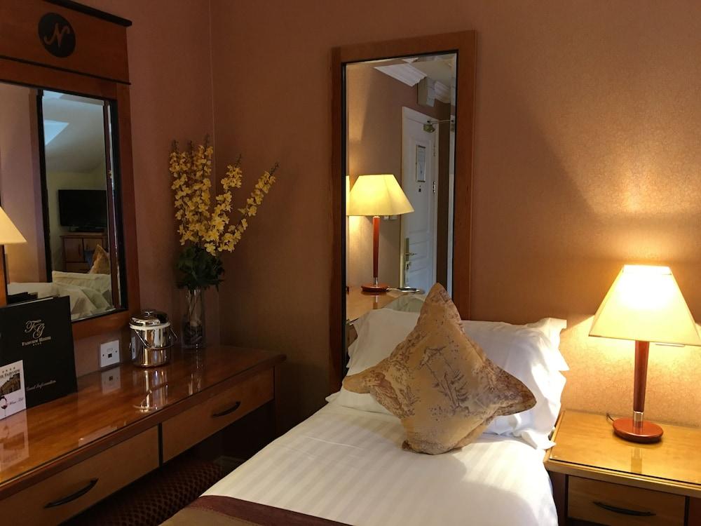 https://i.travelapi.com/hotels/3000000/2230000/2222600/2222502/c7632729_z.jpg