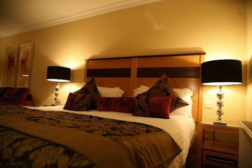 https://i.travelapi.com/hotels/3000000/2230000/2222600/2222502/dfe0501f_z.jpg