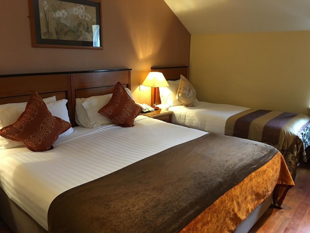 https://i.travelapi.com/hotels/3000000/2230000/2222600/2222502/f3f6c629_z.jpg