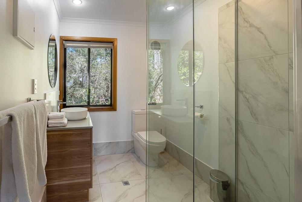 https://i.travelapi.com/hotels/3000000/2230000/2223200/2223109/1760ee44_z.jpg