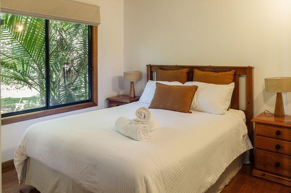 https://i.travelapi.com/hotels/3000000/2230000/2223200/2223109/e29e93c1_z.jpg