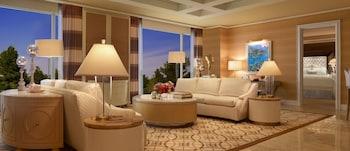 Wynn Tower Suite Salon