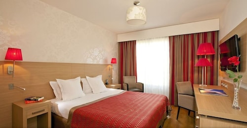 . Residhome Appart Hotel Paris-Evry