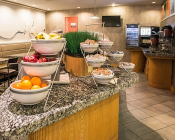 Pittsburgh Vacations - Comfort Suites Monroeville - Property Image 1