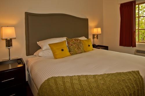 . Columbia Cliff Villas Hotel