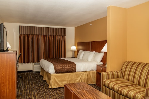 . Richland Inn & Suites