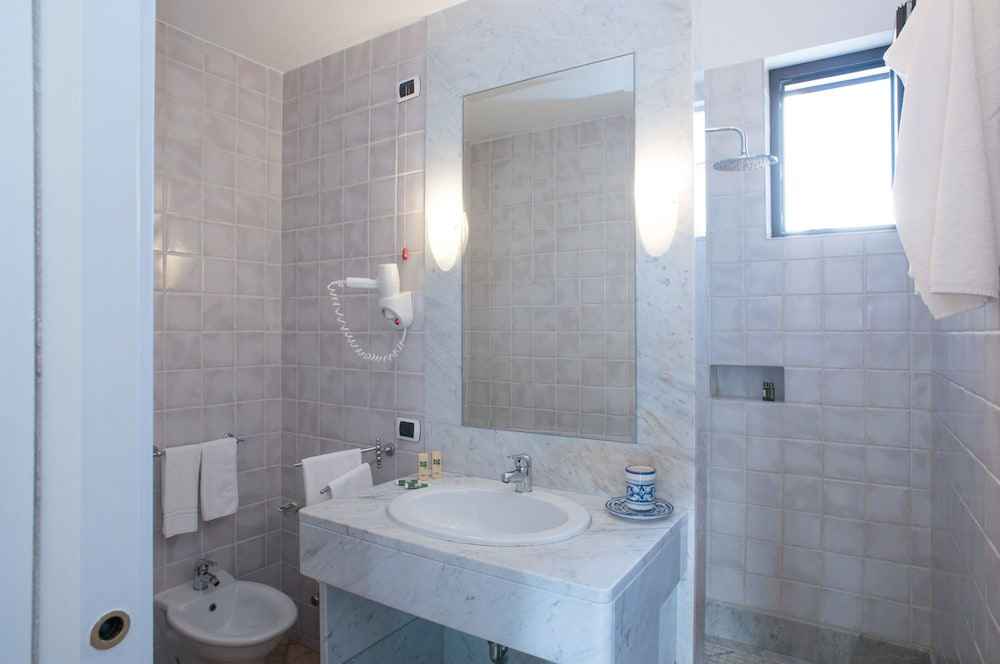 마세리아 파나레오(Masseria Panareo) Hotel Image 47 - Bathroom