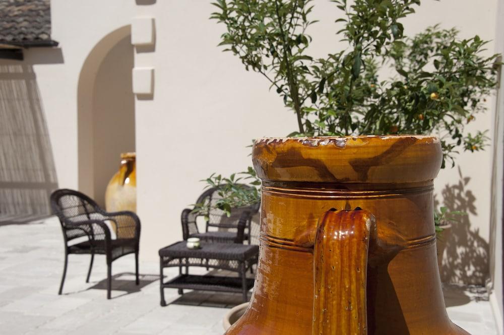 마세리아 파나레오(Masseria Panareo) Hotel Image 105 - Courtyard