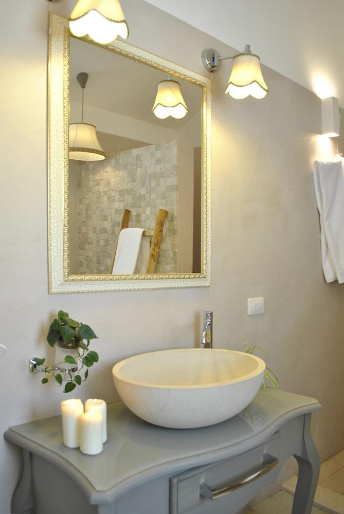 마세리아 파나레오(Masseria Panareo) Hotel Image 49 - Bathroom