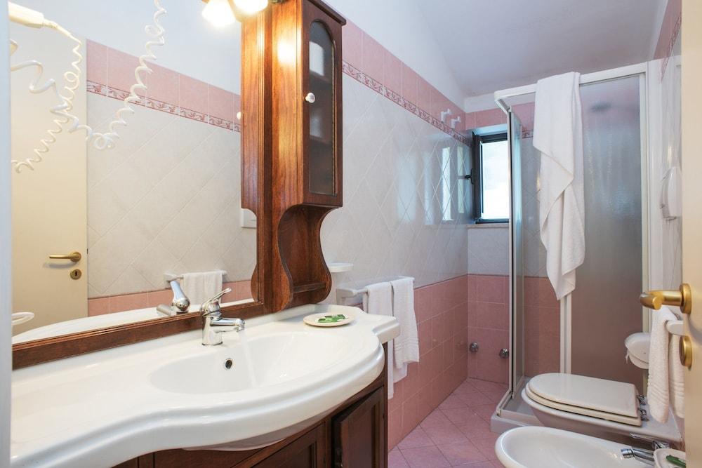마세리아 파나레오(Masseria Panareo) Hotel Image 50 - Bathroom