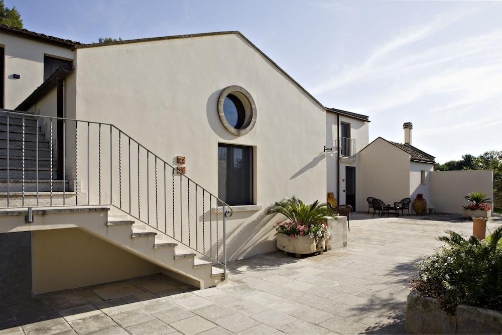마세리아 파나레오(Masseria Panareo) Hotel Image 106 - Courtyard