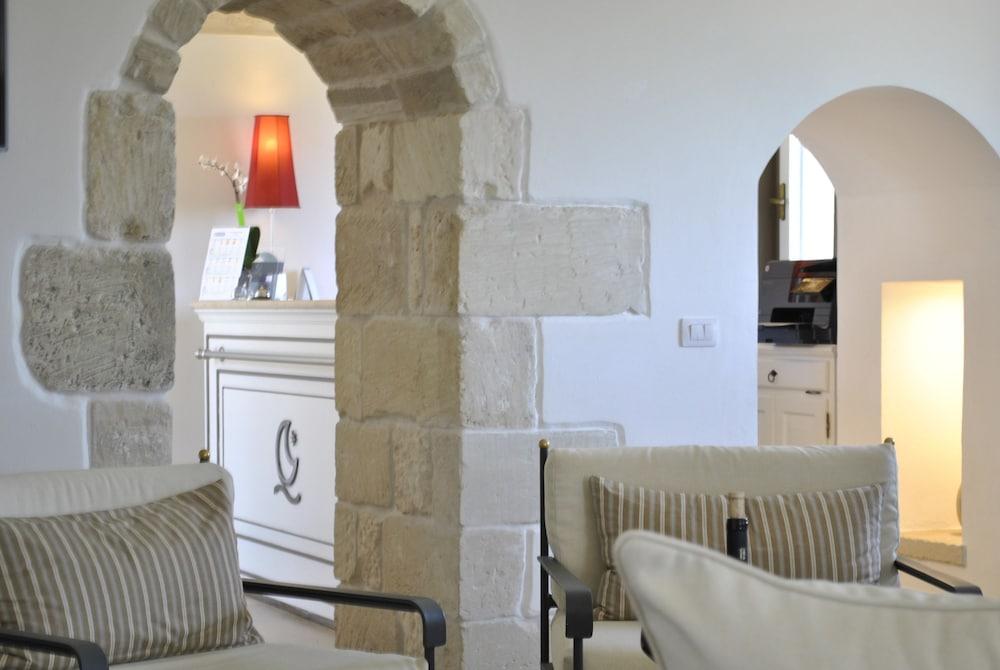 마세리아 파나레오(Masseria Panareo) Hotel Image 1 - Lobby Sitting Area
