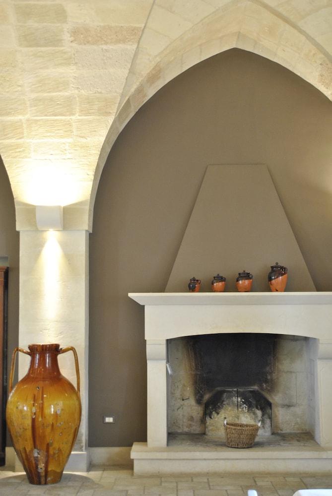 마세리아 파나레오(Masseria Panareo) Hotel Image 96 - Fireplace
