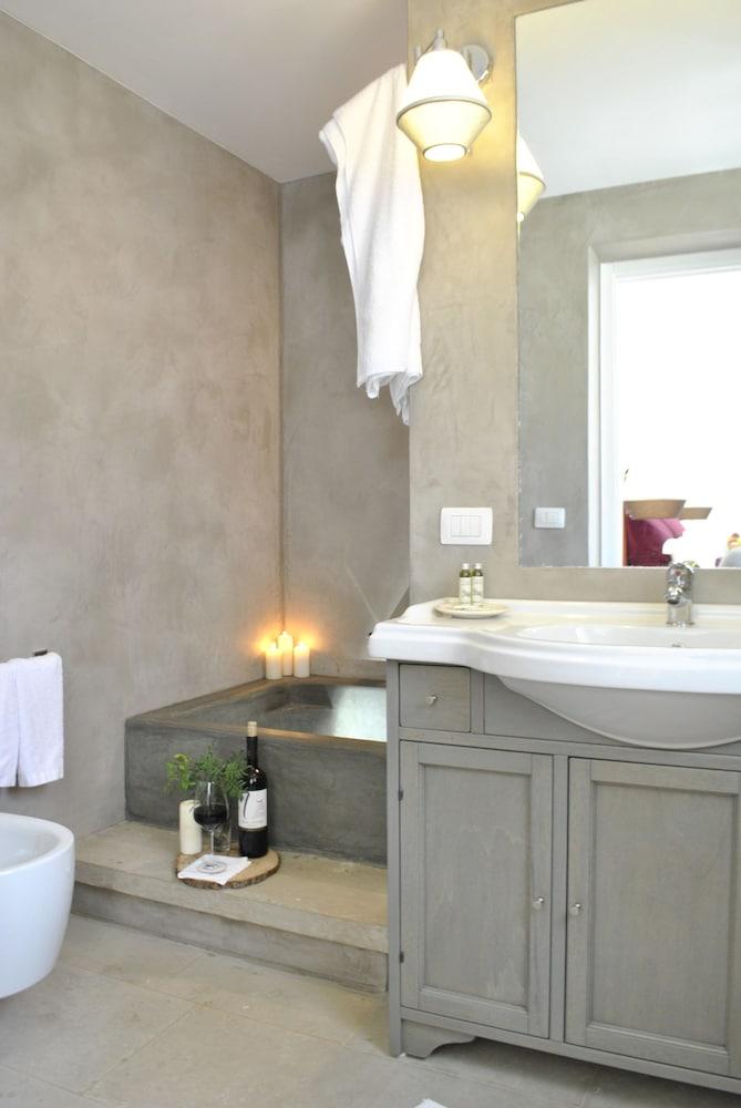 마세리아 파나레오(Masseria Panareo) Hotel Image 54 - Bathroom
