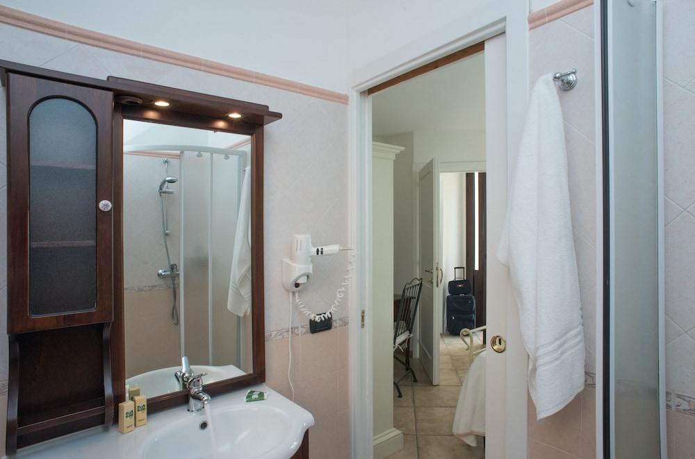 마세리아 파나레오(Masseria Panareo) Hotel Image 57 - Bathroom