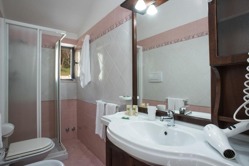 마세리아 파나레오(Masseria Panareo) Hotel Image 58 - Bathroom