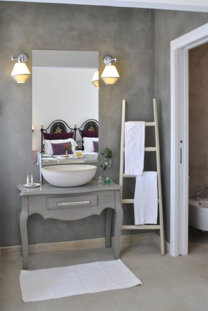 마세리아 파나레오(Masseria Panareo) Hotel Image 59 - Bathroom