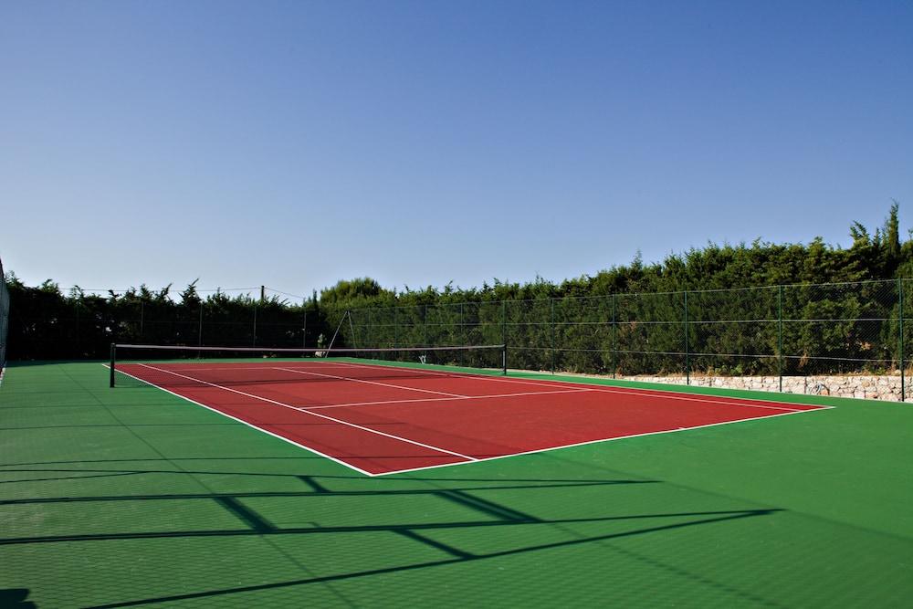 마세리아 파나레오(Masseria Panareo) Hotel Image 75 - Tennis Court