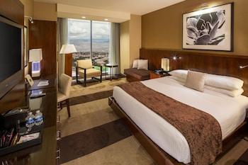 Premier Room, 1 King Bed, Non Smoking, Mountain View