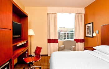 Guestroom at Four Points by Sheraton Philadelphia City Center in Philadelphia