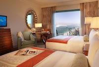 Palm Queen Room