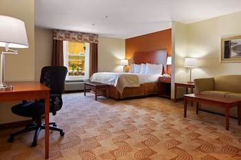 Guestroom at Baymont by Wyndham Savannah South in Savannah