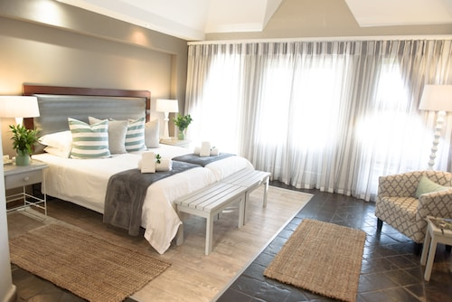 . Whalesong Hotel & Spa