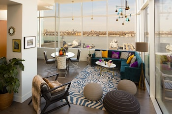 Suite (Heaven Over Hell Penthouse)