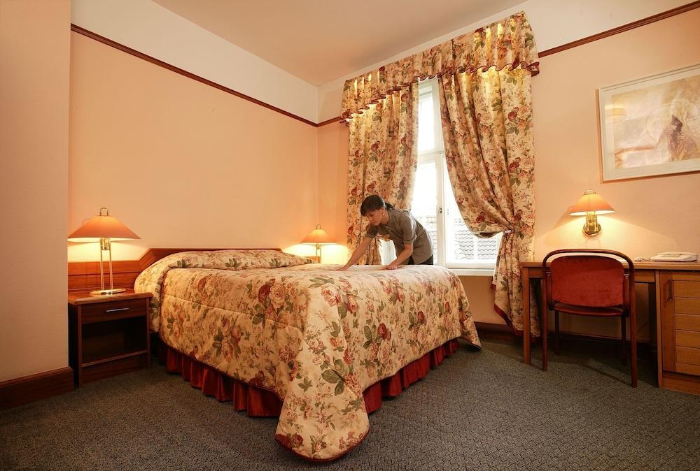 https://i.travelapi.com/hotels/3000000/2240000/2239600/2239572/cd63293f_z.jpg