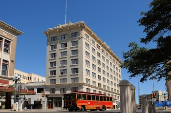 Hotel Gibbs Downtown Riverwalk photo