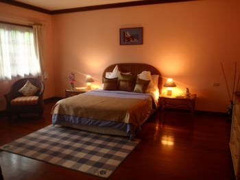 Las Flores Country & Beachside Hotel Cebu Guestroom