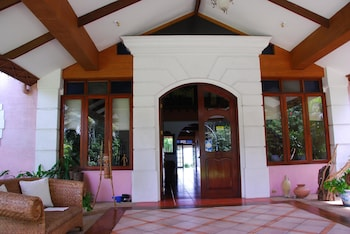 Las Flores Country & Beachside Hotel Cebu Interior Entrance