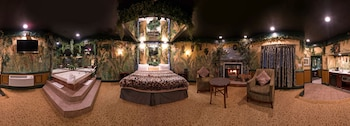 Jungle Theme Suite with Jacuzzi & Fireplace (Featured on Travel Channel in 2016)